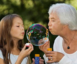Especial cuidado a niños y ancianos